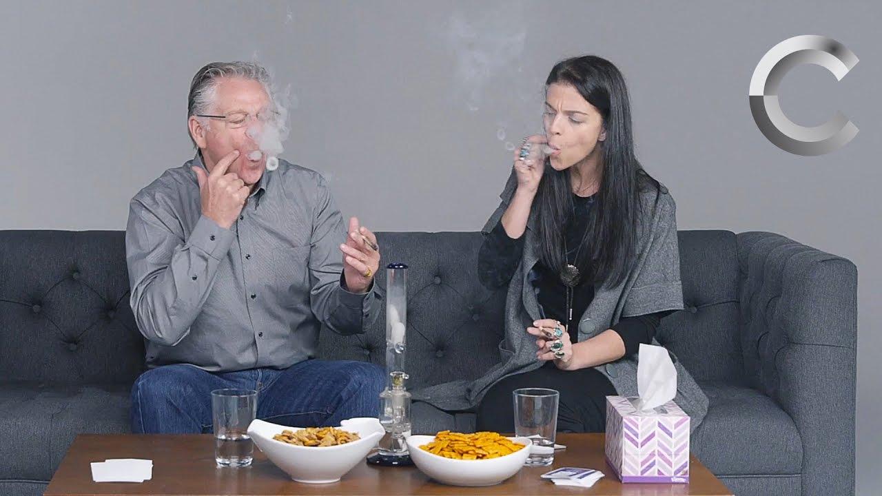 Pais e Filhos fumando maconha juntos pela primeira vez