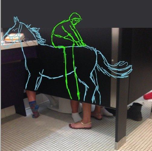 Possiveis explicacoes para o threesome na cabine do banheiro 6