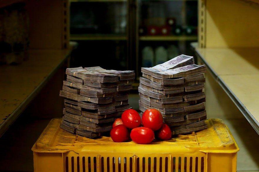 A quantia de dinheiro que voce precisa para comprar itens basicos na Venezuela 3