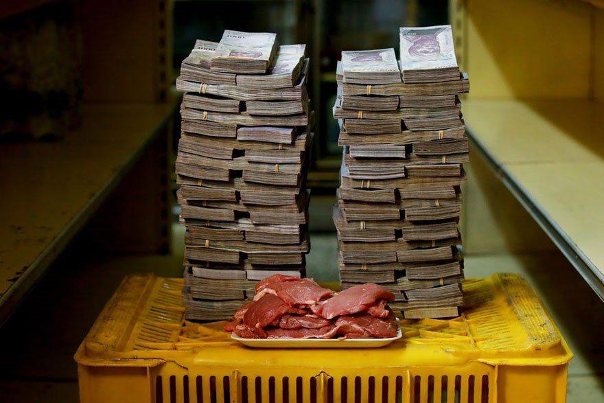 A quantia de dinheiro que voce precisa para comprar itens basicos na Venezuela 7