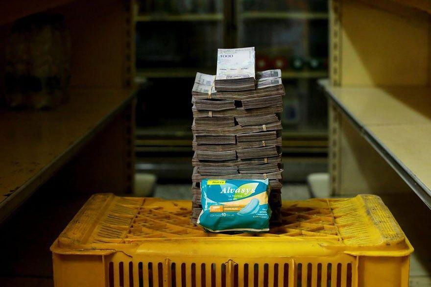 A quantia de dinheiro que voce precisa para comprar itens basicos na Venezuela 9