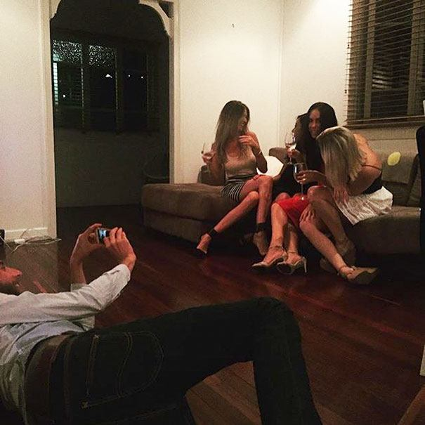 a tortura de homens tirando fotos perfeitas de suas namoradas 16