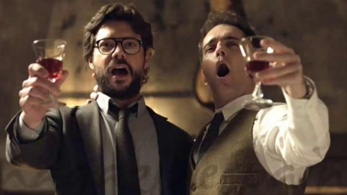 Professor e Berlim cantando Bella Ciao em La casa de papel