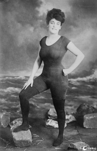 Mulher usando maiô