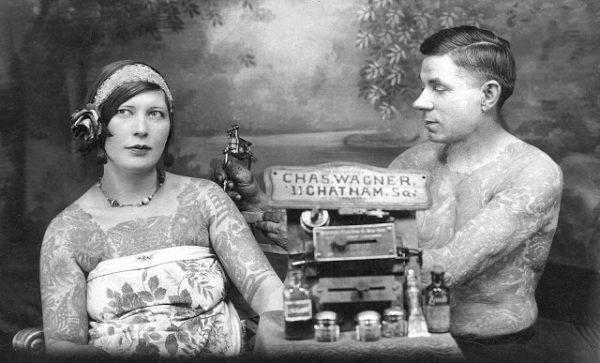 CHARLIE WAGNER COBRE O CORPO DE UMA CLIENTE POR VOLTA DE 1920