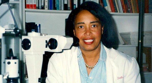Patricia Bath 1942 que inventou a sonda Laserphaco dispositivo que melhorou o tratamento de pacientes com catarata.
