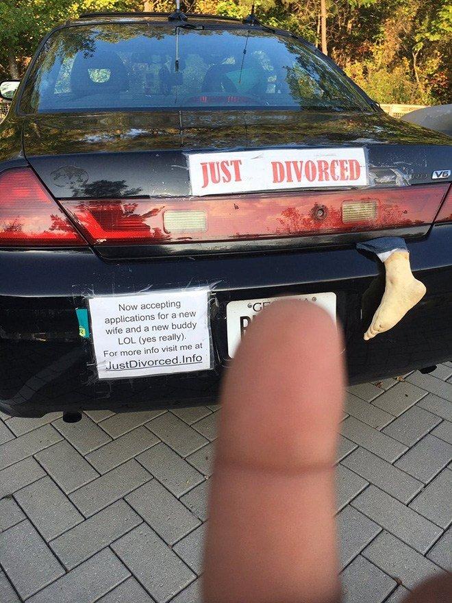 Just Divorced Pessoas celebrando o dia mais feliz de suas vidas 9