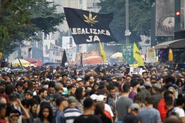 Confira fotos da Marcha da Maconha de São Paulo