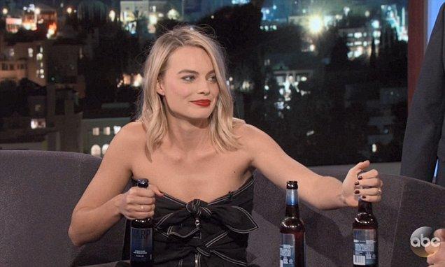 Margot Robbie bebada