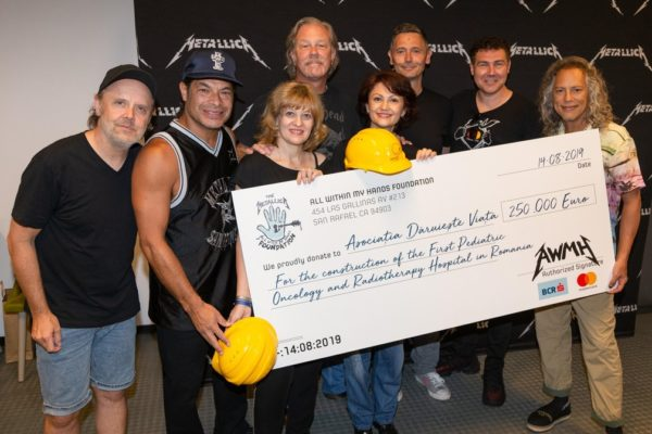 Metallica doa 1 milhão para ajudar a construir hospital infantil