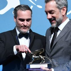 Coringa ganha prêmio importante na corrida pelo Oscar