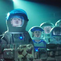 Comercial britânico: crianças cantam Bohemian Rhapsody e resultado é incrível