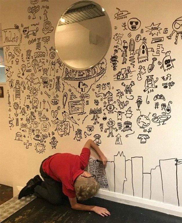 Joe Whale Menino a que tinha problemas na escola por desenhar na parede e contratado pra decorar restaurante inteiro 1