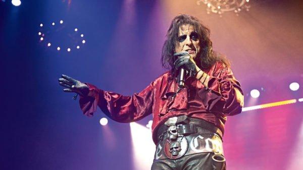 Queen e Alice Cooper juntos na causa do incêndio na Austrália