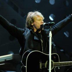 Bon Jovi abre restaurante comunitário para universitários de baixa renda e mostra porquê é um verdadeiro astro do rock