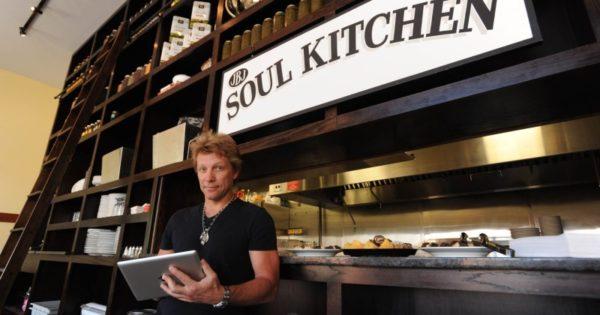 Bon Jovi abre restaurante comunitário para universitários de baixa renda