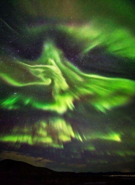 Fênix na aurora boreal: fotógrafo Hallgrimur P. Helgason capturou fenômeno surpreendente