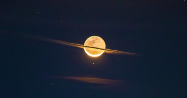 A noite em que a lua se vestiu de Saturno 1