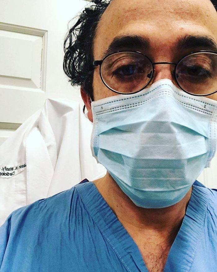 Medicos trabalhando contra o coronavirus 18