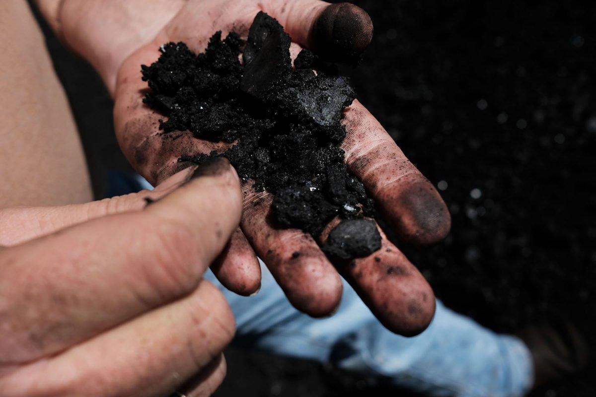 Zulf artista londrino usa carvão e cria arte que nos leva a achar que se trata de uma fotografia 18