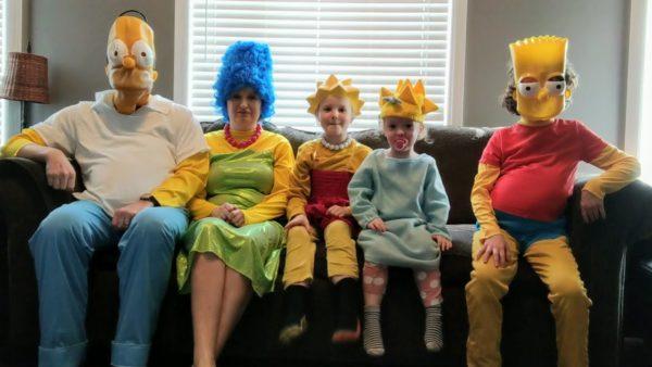 família recria abertura de Os Simpsons