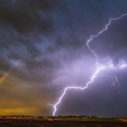 Pete Caster: fotógrafo captura relâmpago e arco-íris na mesma foto nos EUA