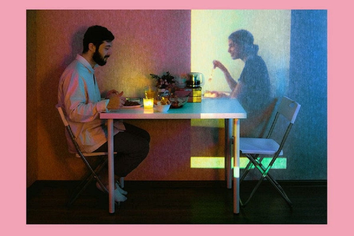 """Karman Verdi: fotógrafo registra """"fantasmas"""" no apartamento em sessão incomum na quarentena"""
