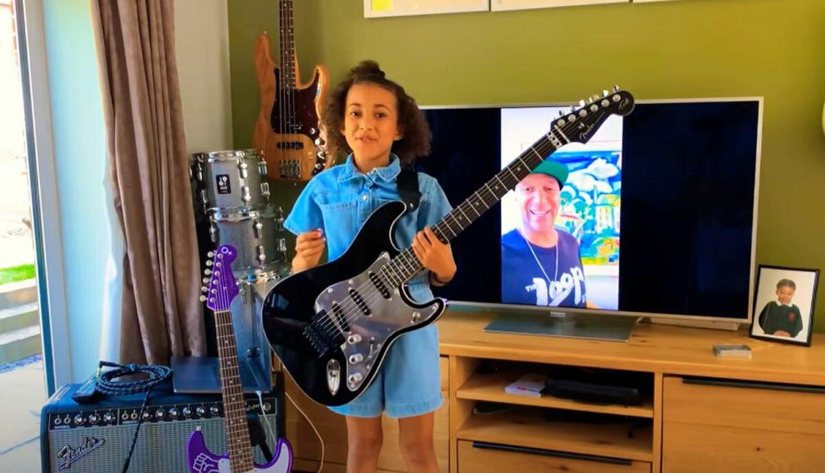 Nandi Bushell baterista de 9 anos se destaca com seu talento Mini rockstar chama atencao de Lenny Kravitz Flea e Serj Tankian 3