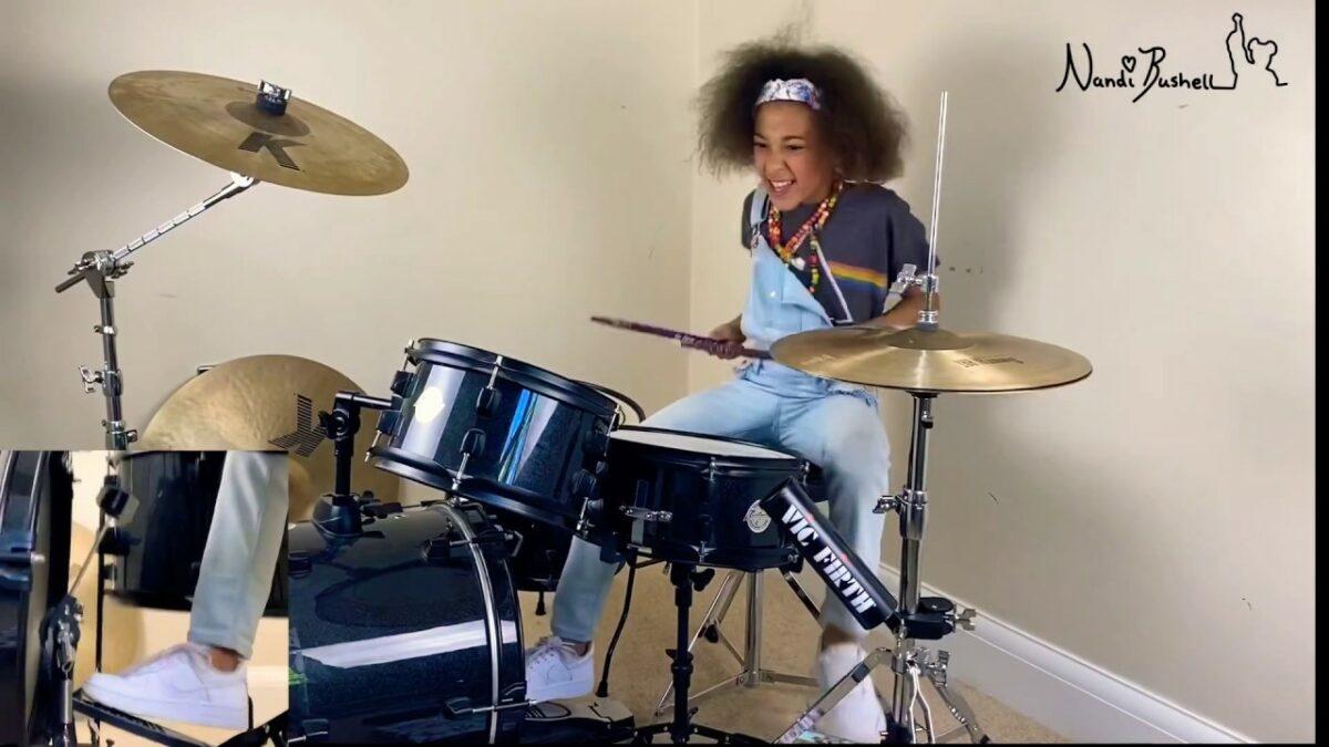 Nandi Bushell baterista de 9 anos se destaca com seu talento Mini rockstar chama atencao de Lenny Kravitz Flea e Serj Tankian 4