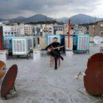 Essas fotografias de musicos nos terracos falam bastante sobre a solidao da pandemia no Oriente Medio 6