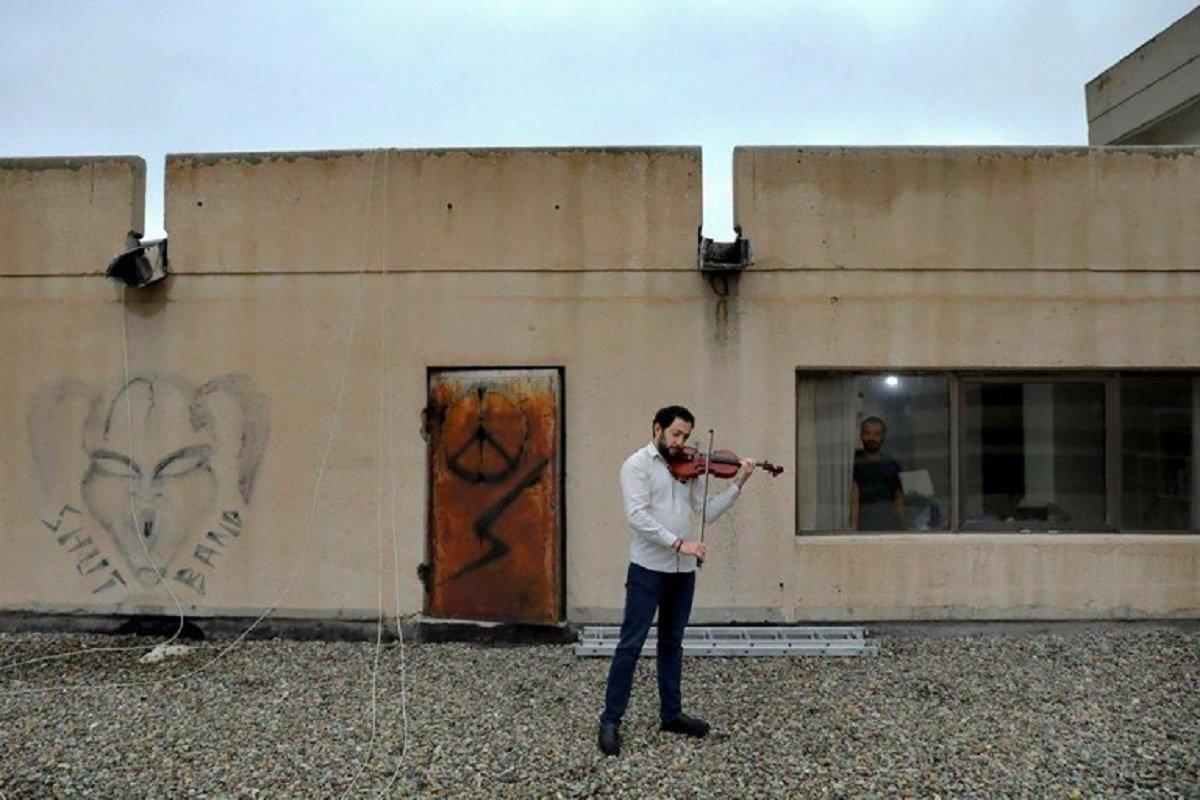 Essas fotografias de musicos nos terracos falam bastante sobre a solidao da pandemia no Oriente Medio 8