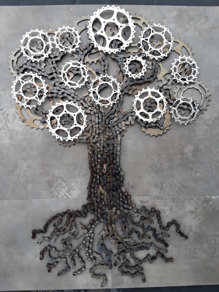 Drew Evans artista compoe obras com sucata e correntes de bicicleta 12