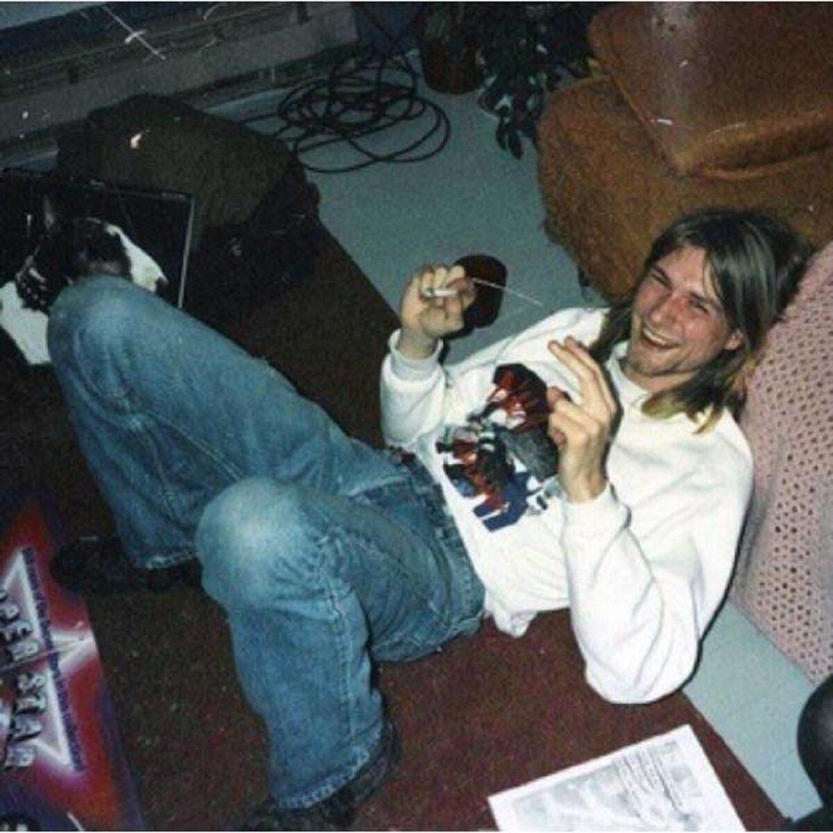 Essas fotos bastante raras mostram Kurt Cobain sorrindo 1