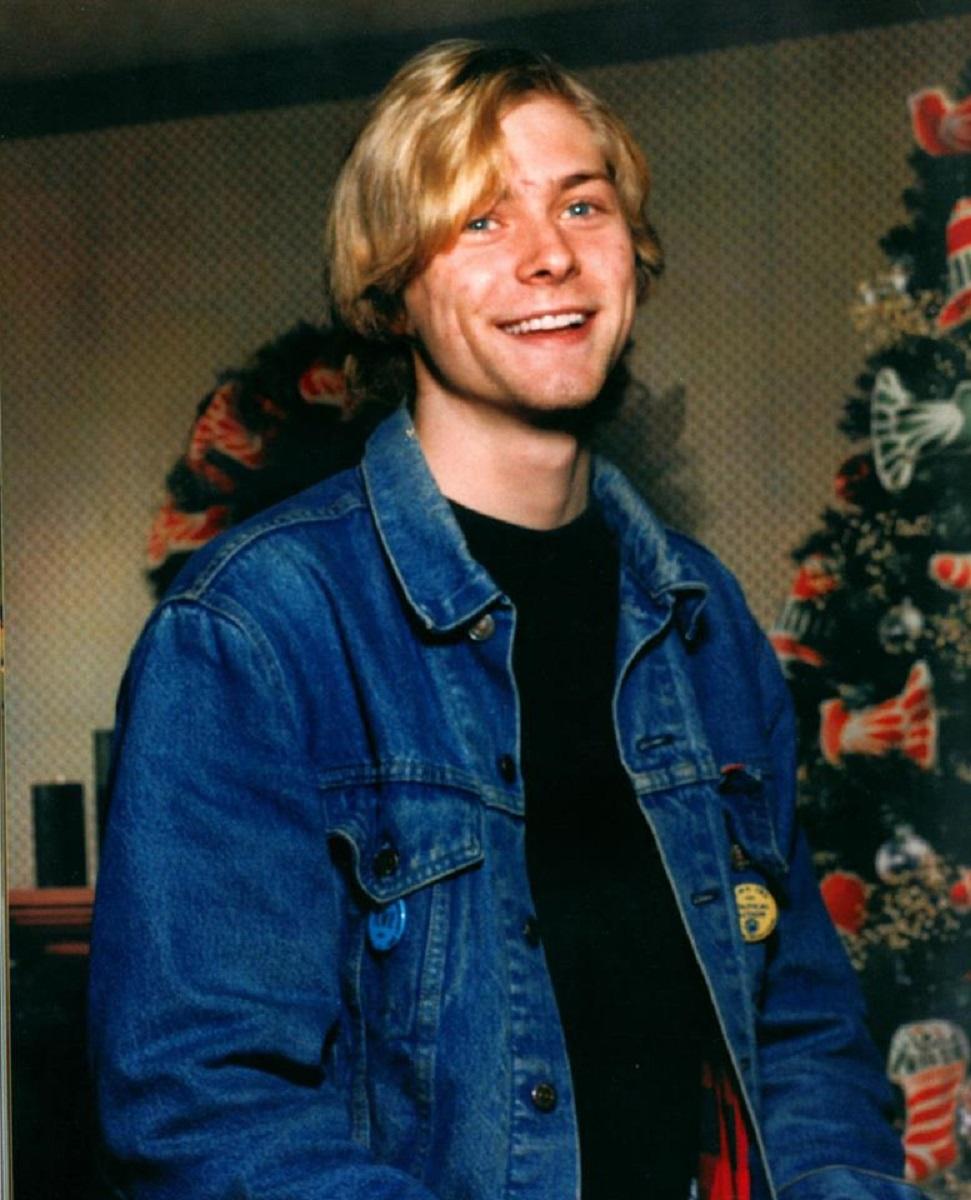 Essas fotos bastante raras mostram Kurt Cobain sorrindo 15