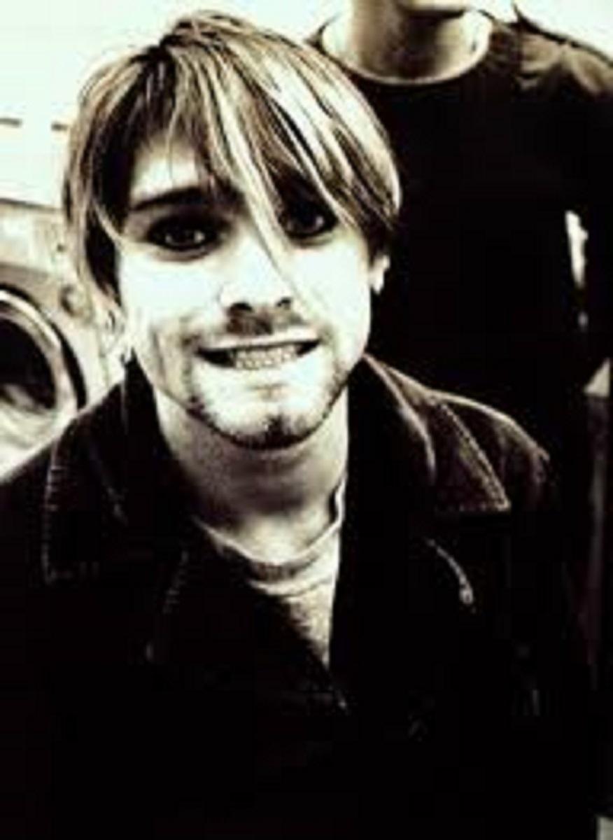 Essas fotos bastante raras mostram Kurt Cobain sorrindo 16