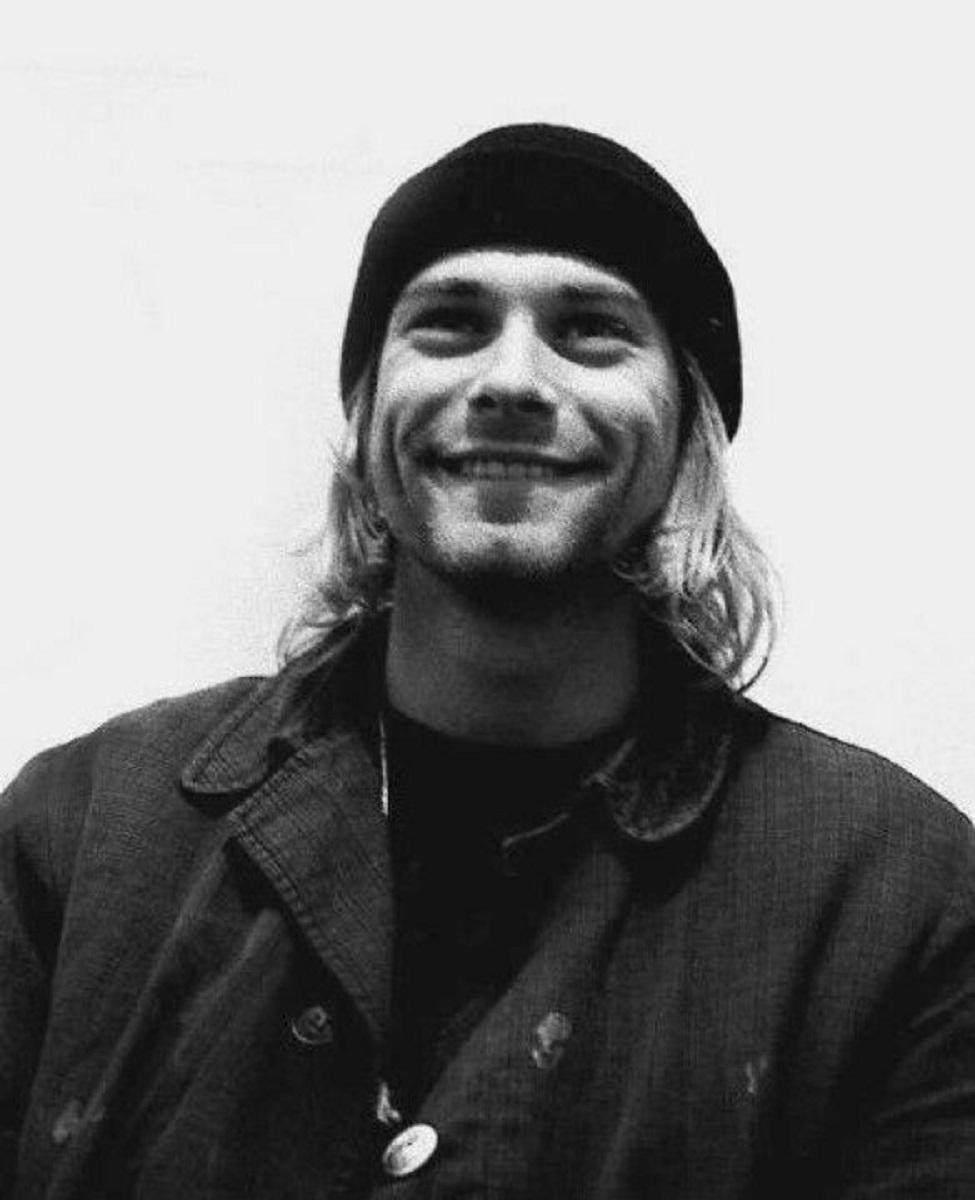 Essas fotos bastante raras mostram Kurt Cobain sorrindo 17