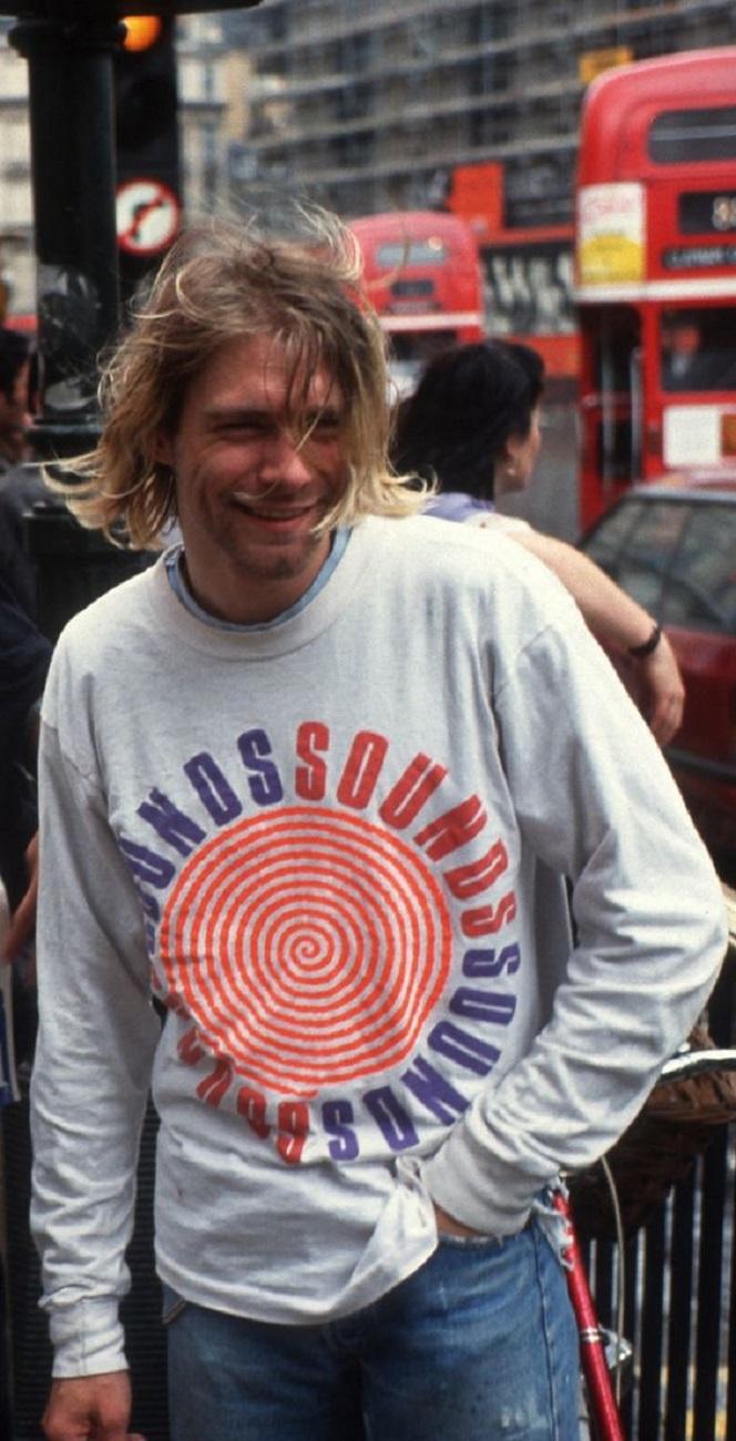 Essas fotos bastante raras mostram Kurt Cobain sorrindo 20