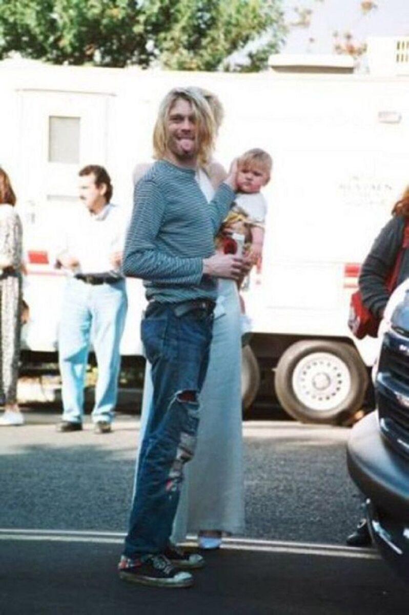 Essas fotos bastante raras mostram Kurt Cobain sorrindo 21
