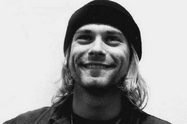 Essas fotos bastante raras mostram Kurt Cobain sorrindo 25