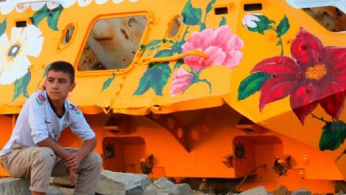 Neda Taiyebi artista transforma tanques de guerra abandonados em obras de arte 6