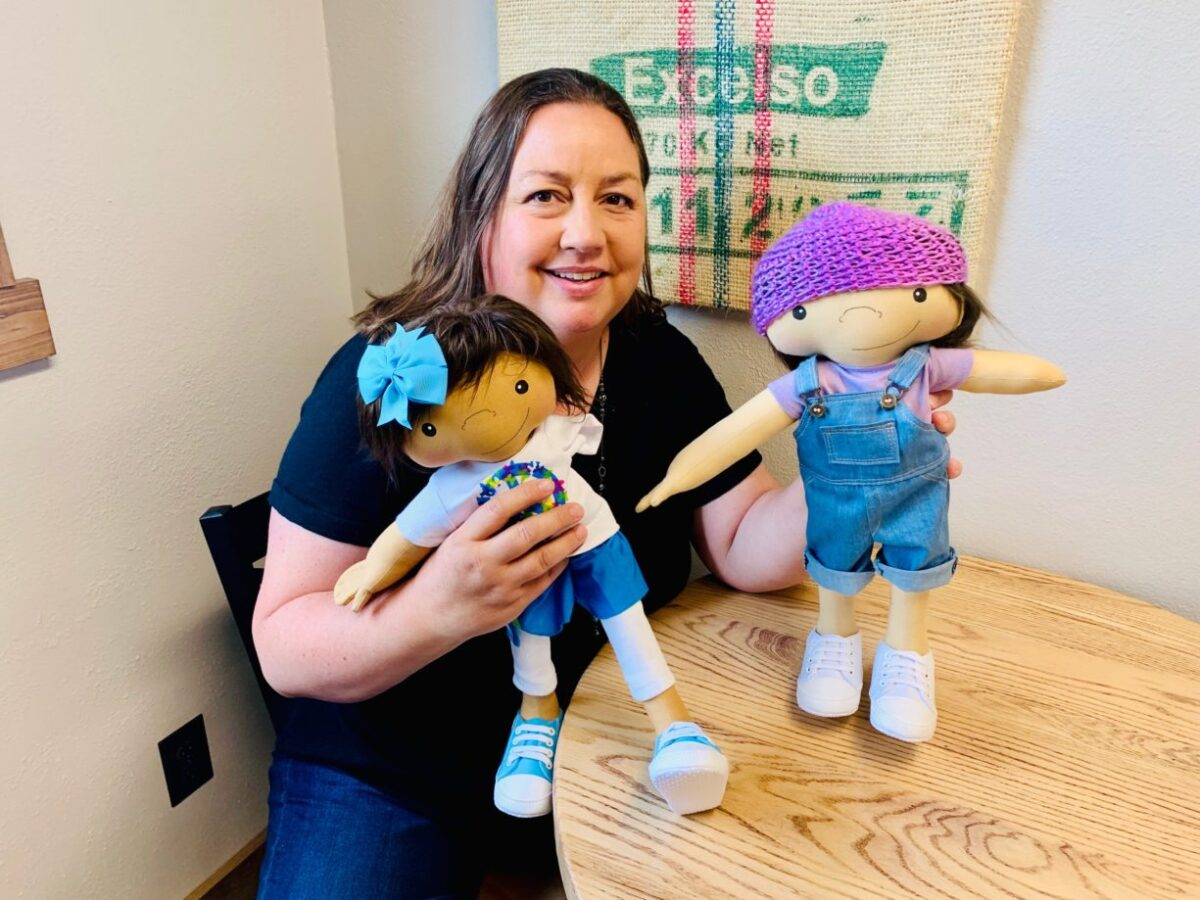 Amy Jandrisevits artista cria bonecas especiais para criancas especiais e ensina sobre aceitacao e respeito 10