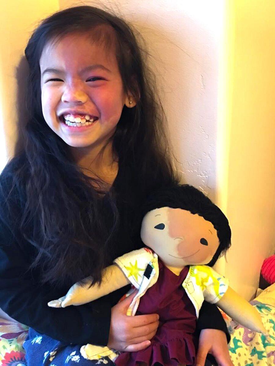 Amy Jandrisevits artista cria bonecas especiais para criancas especiais e ensina sobre aceitacao e respeito 7