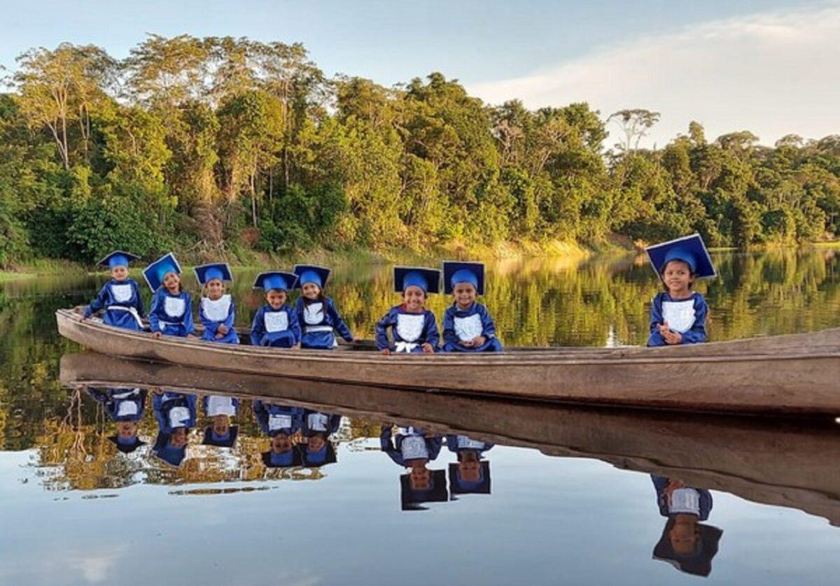 Confira esta linda sessao de fotos que marca a alfabetizacao de criancas ribeirinhas no Amazonas 1