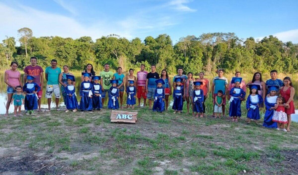 Confira esta linda sessao de fotos que marca a alfabetizacao de criancas ribeirinhas no Amazonas 4