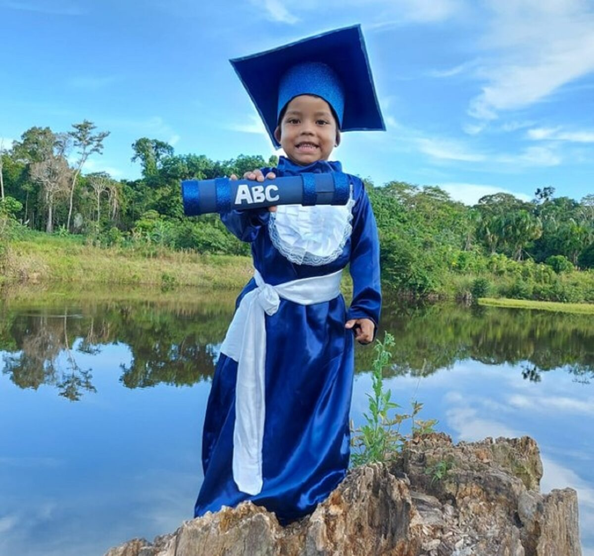 Confira esta linda sessao de fotos que marca a alfabetizacao de criancas ribeirinhas no Amazonas 5