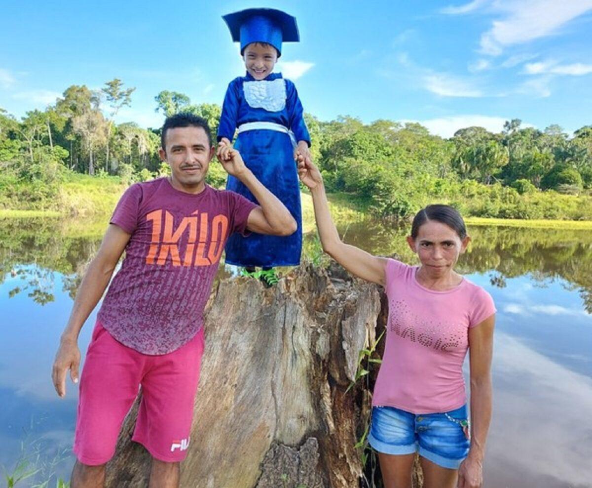 Confira esta linda sessao de fotos que marca a alfabetizacao de criancas ribeirinhas no Amazonas 6