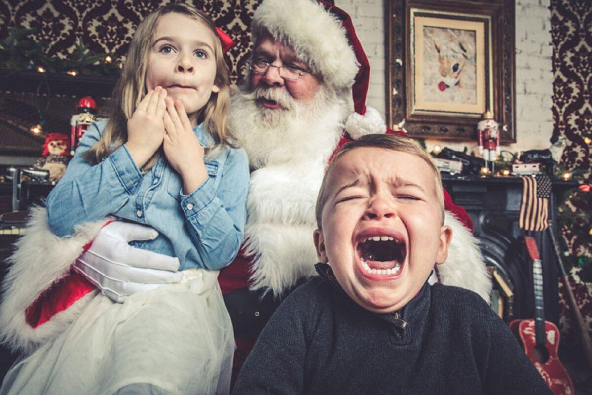 Jeff Roffman fotografo registra serie hilaria de criancas chorando por causa do Papai Noel 11