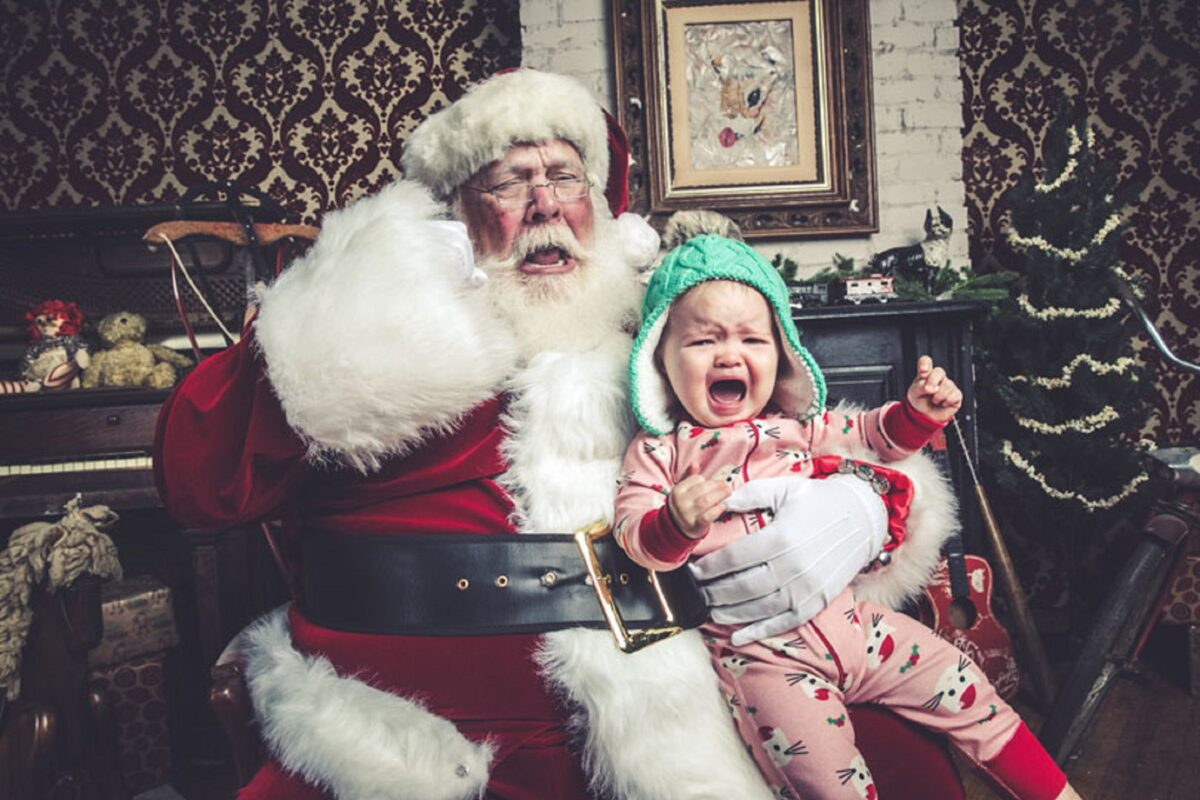 Jeff Roffman fotografo registra serie hilaria de criancas chorando por causa do Papai Noel 12
