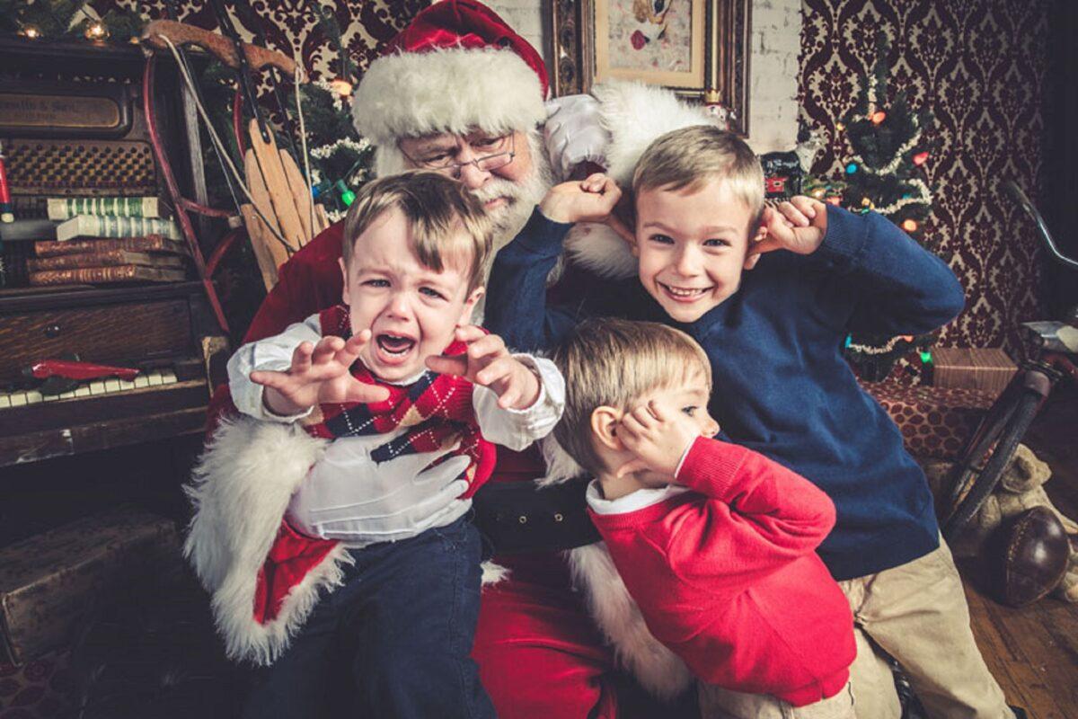 Jeff Roffman fotografo registra serie hilaria de criancas chorando por causa do Papai Noel 4