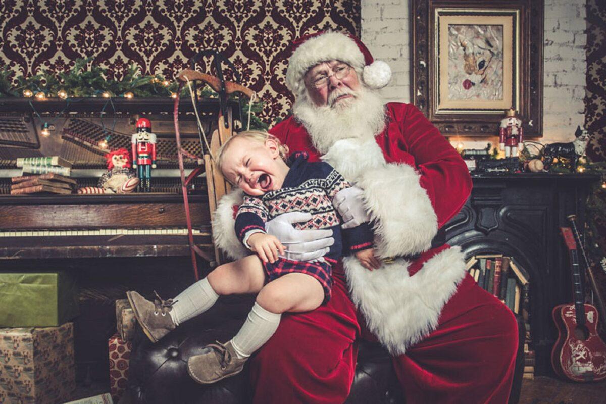 Jeff Roffman fotografo registra serie hilaria de criancas chorando por causa do Papai Noel 5